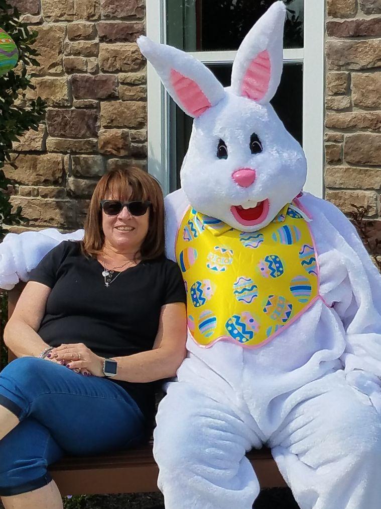 Dorine & The Easter Bunny